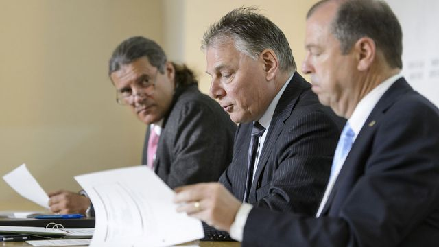 Trois ministres sont venus défendre la révision de la constitution, lundi 11.05.2015 à Sion. [Jean-Christophe Bott - Keystone]