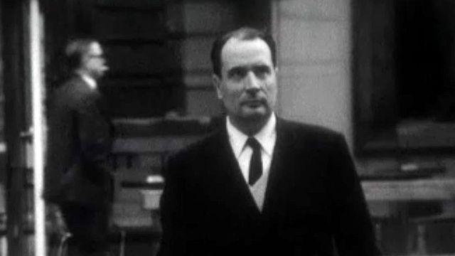 L'ancien premier ministre commente une archive sur Mitterrand.