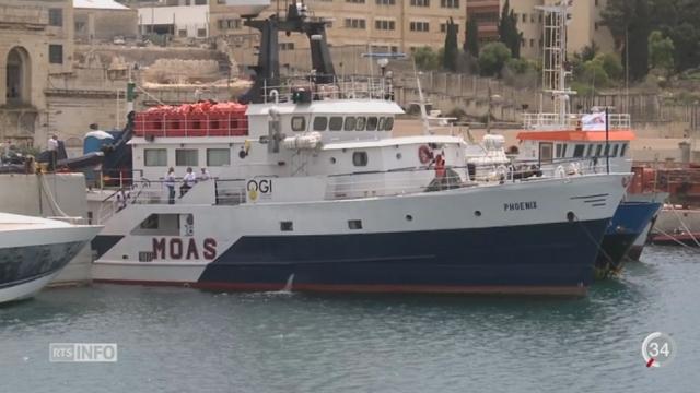 """Migrants en Méditerranée: un couple crée sa propre ONG, nommée """"MOAS"""", pour aider les migrants [RTS]"""