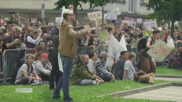 Plus d'un millier de personnes défilent contre Monsanto à Morges (VD) [RTS]