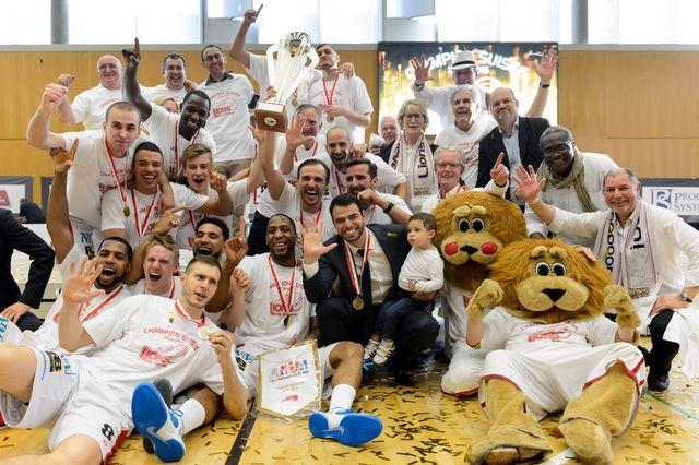 Avec ce titre, les Lions de Genève prouvent que leur appétit ne cesse de grandir saison après saison. [Laurent Gilliéron  - Keystone]