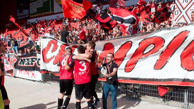 10 mai 2015, Neuchâtel: Neuchâtel Xamax FCS est officiellement champion de Promotion League 2014-15 après son nul 2-2 contre St-Gall. La saison prochaine, les Rouge et Noir évolueront en Challenge League. [Sandro Campardo - Keystone]