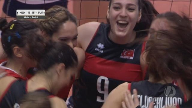 Demi-finale, Pays-Bas – Turquie 2-3 (27-29 25-23 12-25 25-20 13-15).  Une superbe demi-finale remportée par les Turques [RTS]