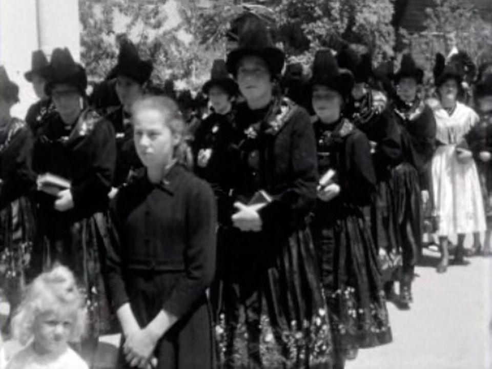 La procession de Fête-Dieu à Savièse en 1959. [RTS]