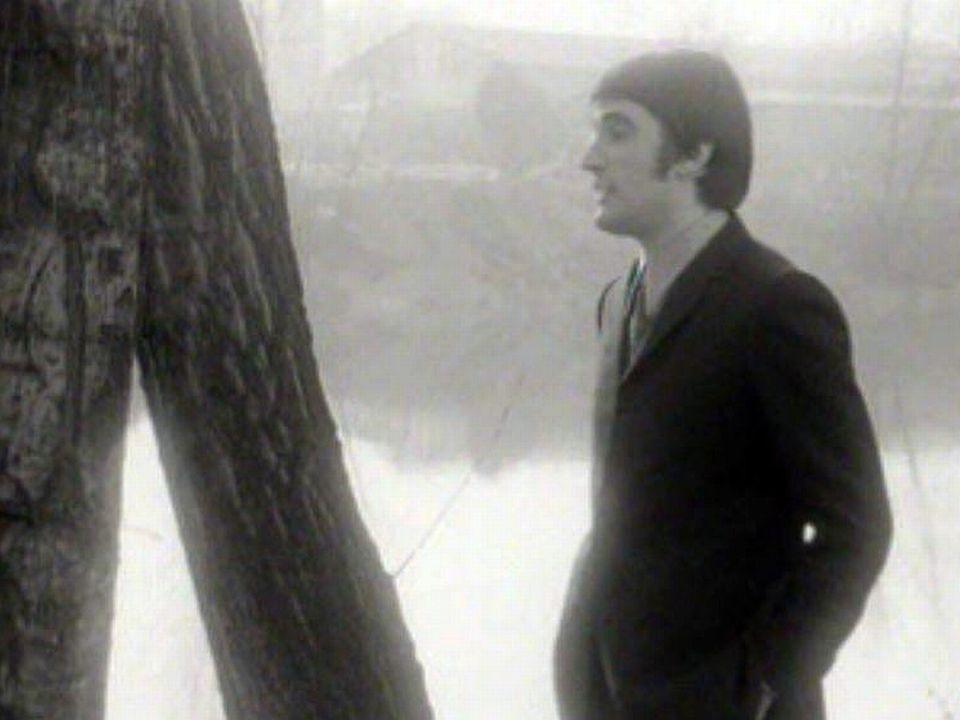 Le chanteur rend hommage à Barbara et au cabaret L'Ecluse.