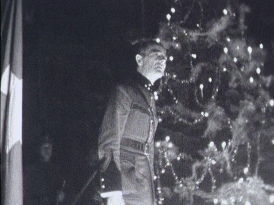 Le premier Noël des soldats suisses en 1939. [TSR]