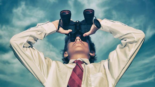 Depuis toujours, l'Homme a les yeux levés vers le ciel pour connaître le temps qu'il fait ou qu'il fera demain. Orlando Florin Rosu Fotolia [Orlando Florin Rosu - Fotolia]