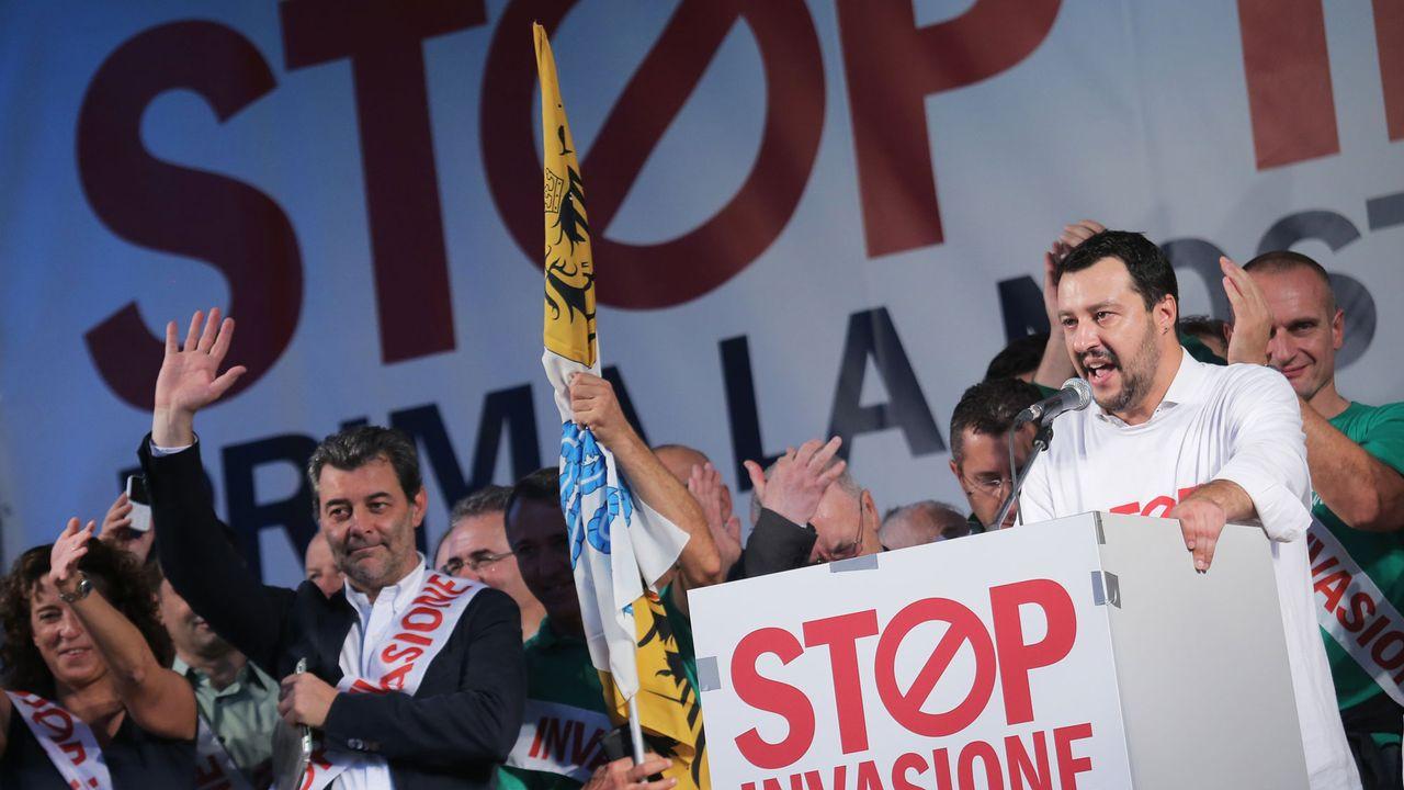 Le leader de la Ligue du Nord lors d'un meeting anti-immigration à Milan, 18.10.2014. [Marco Bertorello - AFP]