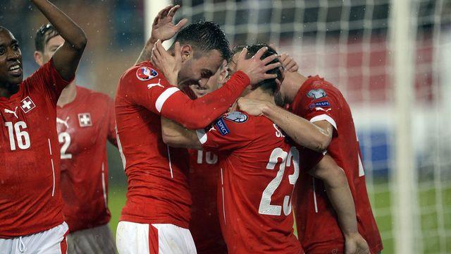 Les joueurs suisses après la victoire contre la Lituanie lors du match aller, le 15 novembre 2015 à Saint-Gall. [Samuel Truempy - Keystone]