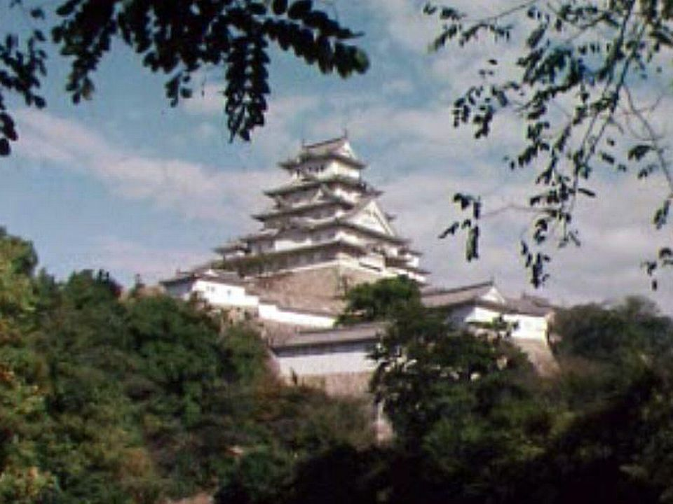 La silhouette d'Himeji, la plus belle des forteresses au Japon.
