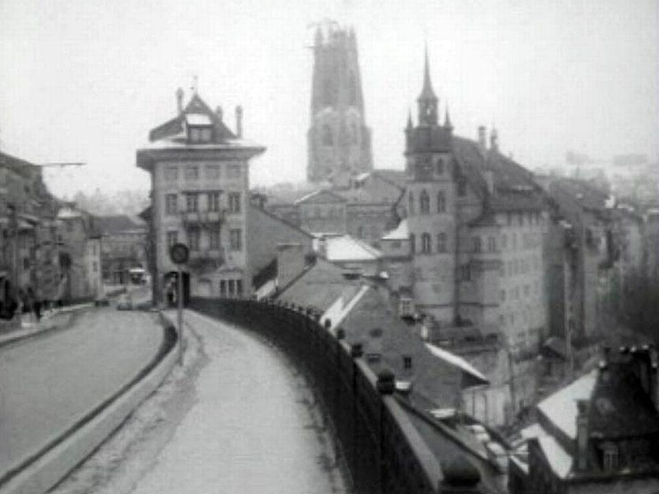 Fribourg, une cérémonie de bénédiction par le Cardinal Journet. [RTS]