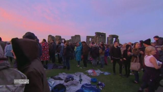 Célébrations du solstice d'été à Stonehenge [RTS]