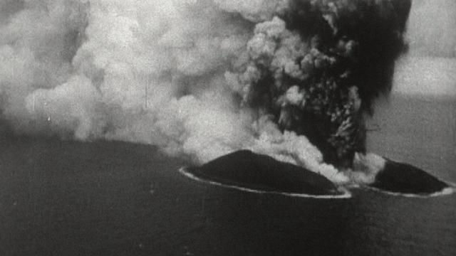 Naissance de l'île Surtsey en 1963. [RTS]