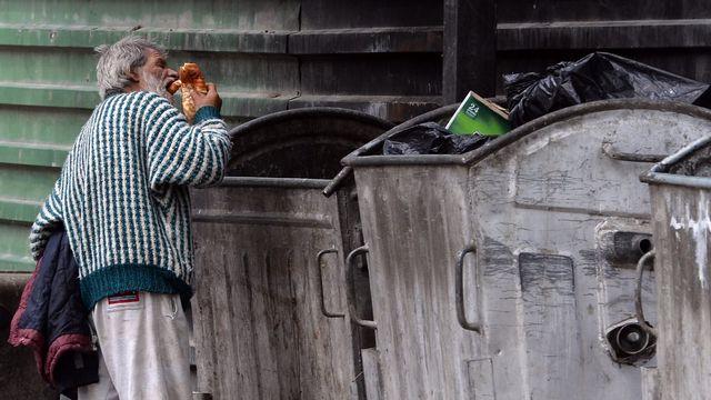 La pauvreté a touché une personne sur 13 en Suisse en 2012 (image d'illustration). [Georgi Licovski - EPA/Keystone]