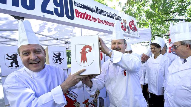 L'initiative de Gastrosuisse sur la TVA avait été déposée en septembre 2011. [Marcel Bieri - Keystone]