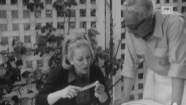 La présentatrice Claude Evelyne et le cuisinier Jacques Montandon en 1969. [RTS]