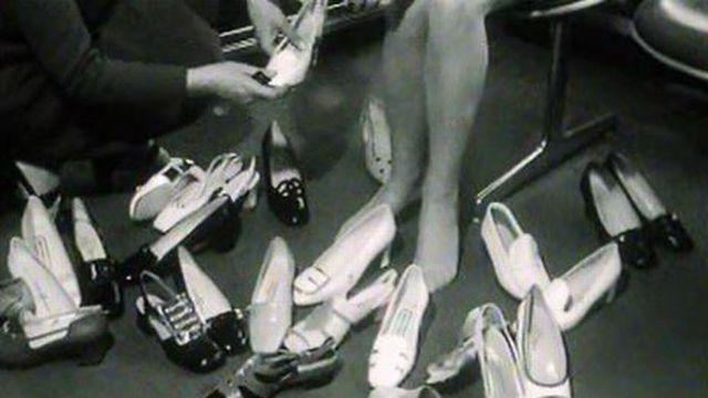 Dans un magasin de chaussures en 1969. [RTS]