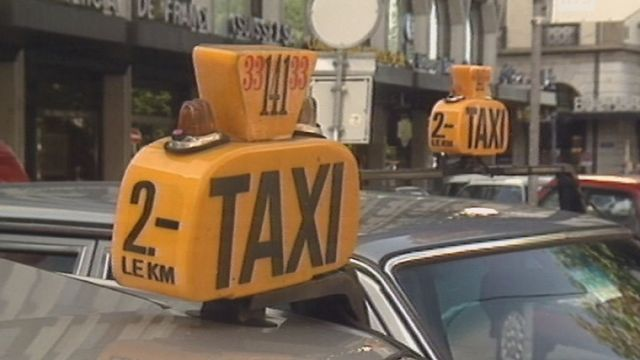 Voitures taxis en 1992 en ville de Genève. [RTS]