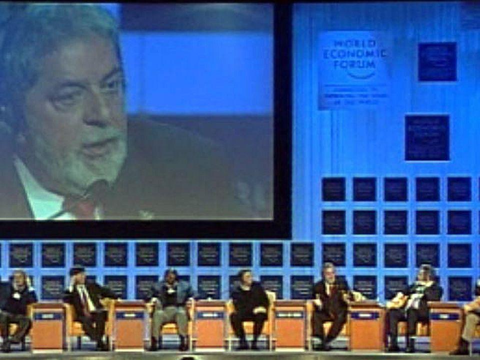 Le président brésilien est mieux reçu à Davos qu'à Porto Alegre.