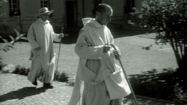 Moines du couvent de la Valsainte partant en promenade, 1964. [RTS]