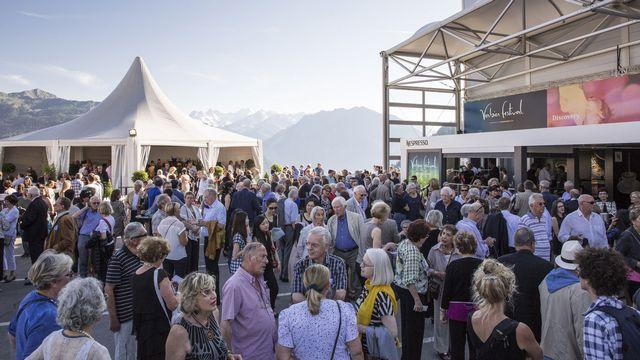 La foule se presse devant la Salle des Combins du Verbier Festival. [Nicolas Brodard - verbierfestival.com]