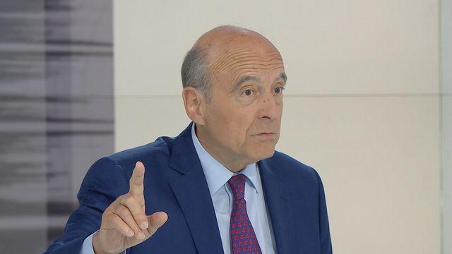 Alain Juppé, au cours de l'entzretien qu'il a accordé à la RTS, ce 8 juillet 2015. [vosinfos]
