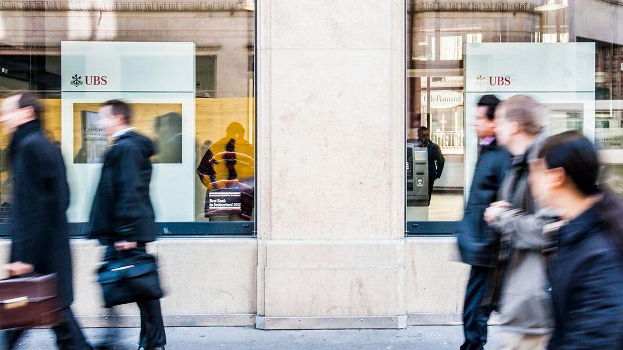 Les enseignes des magasins franchisés, banques et assurances dominent dans les centres-villes. [Yannick Bailly - Keystone]