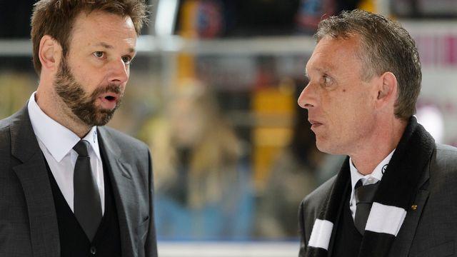 L'entraîneur fribourgeois Gerd Zenhaüsern, à gauche, et Michel Volet, président du HC Fribourg-Gottéron.  [Jean-Christophe Bott - Keystone]