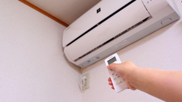 Difficile de faire installer des climatisations chez soi et dans une entreprise. [Miya - Fotolia]