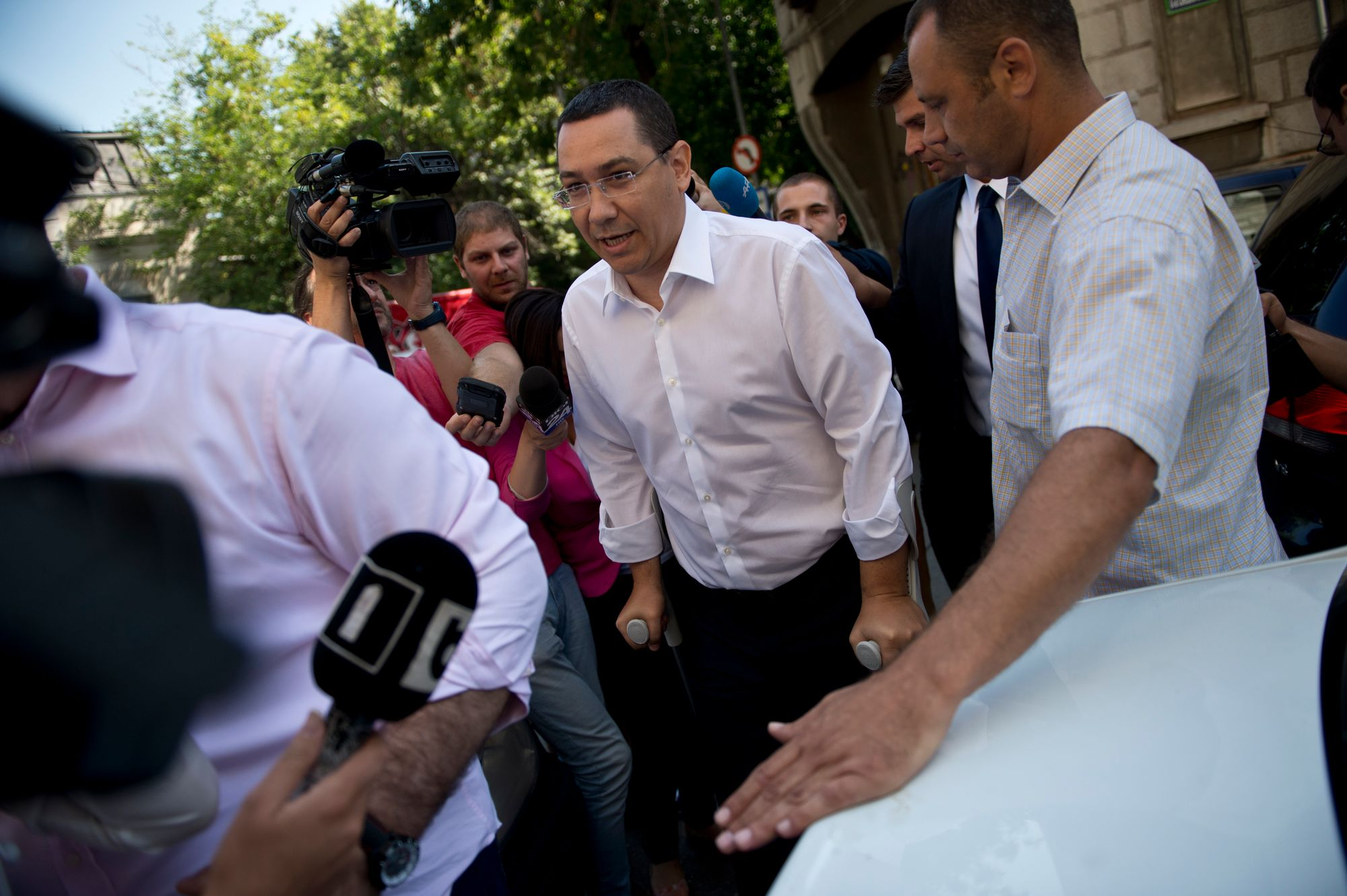 Le leader roumain Victor Ponta devant le siège du Parquet anticorruption (DNA) à Bucarest, le 13 juillet 2015.