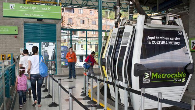 """Le """"métro-câble"""" de Medellin en Colombie: un exemple pour Lausanne? [Franck Guiziou - hemis.fr/AFP]"""