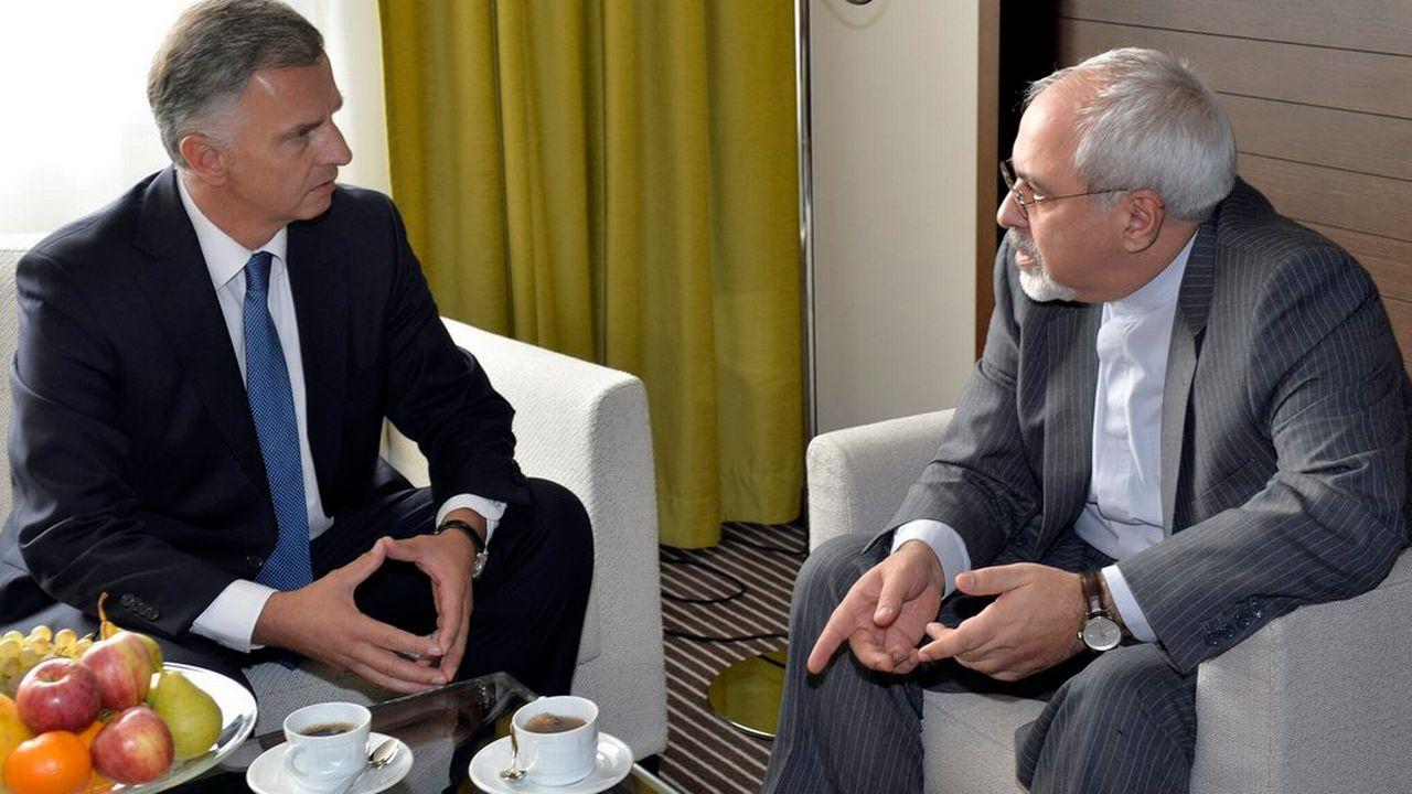 Didier Burkhalter en compagnie du ministre des Affaires étrangères iranien Mohammad-Javad Zarif.