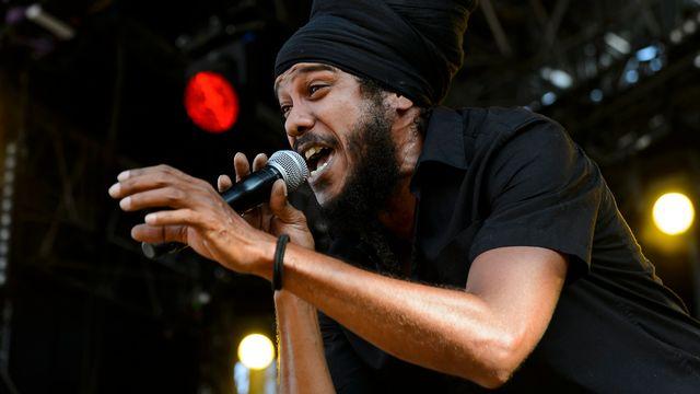Le chanteur reggae français Yaniss Odua à Paléo. [Jean-Christophe Bott. - Keystone]