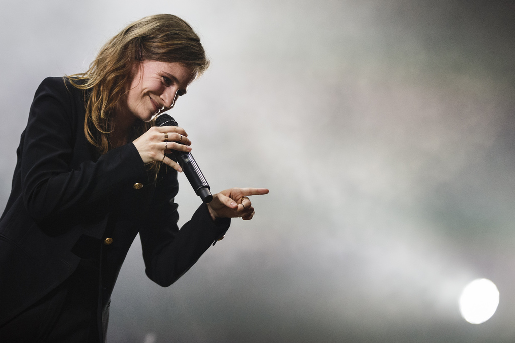 Christine and the Queens joue avec le public des Arches.