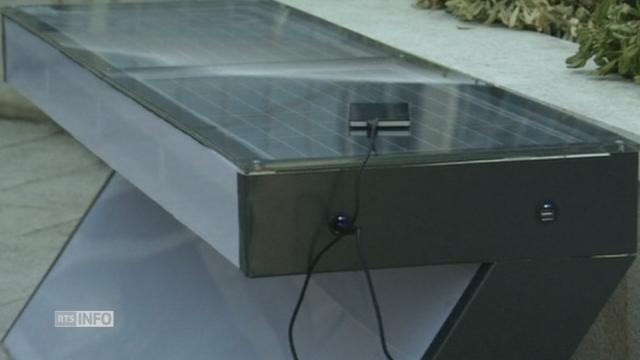 Un banc solaire pour charger son smartphone [RTS]