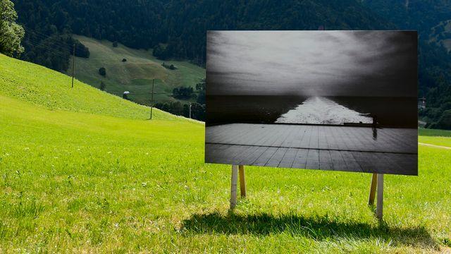 """""""Route du Lac"""" de Klavdij Sluban exposée à Rossinière (VD). [Jean-Christophe Bott - Keystone]"""