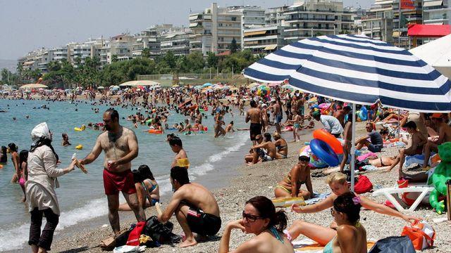 Une plage près d'Athènes. [Simela Pantzartzi - EPA/Keystone]