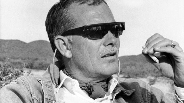 """Sam Peckinpah sur le tournage de """"La horde sauvage"""" en 1969. [AFP]"""