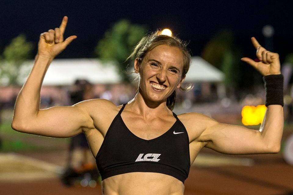 Nicole Büchler améliore de 4 cm son record national à la perche. [Alexandra Wey - Keystone]