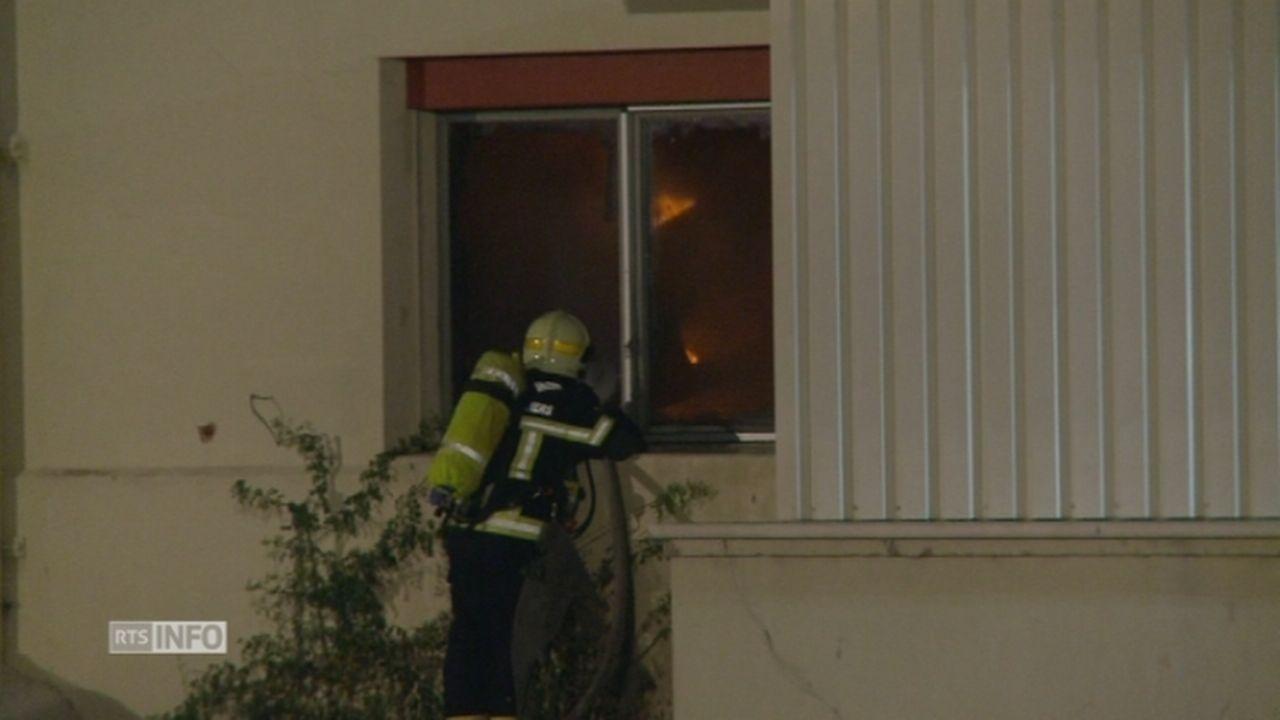 Un entrepôt a été la proie des flammes à Penthalaz [RTS]