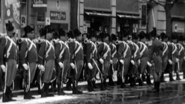 Les hommes du régiment 7 se présentent aux Fribourgeois.