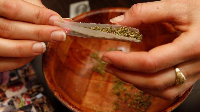 """L'""""effet zombie"""" du cannabis synthétique alarme les autorités sanitaires aux Etats-Unis. [Alex Brandon - AP/Keystone]"""