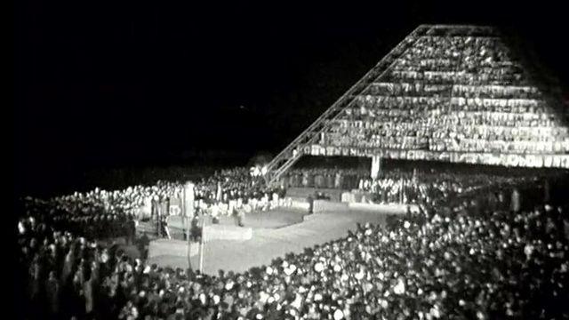 Discours, hymne national, c'est la dernière heure de l'Expo.