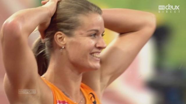 200 m F: Dafne Schippers (NED) remporte l'or pour 3 centièmes devant Elaine Thompson (JAM) 2e et Veronica Campbell-Brown (JAM) 3e [RTS]