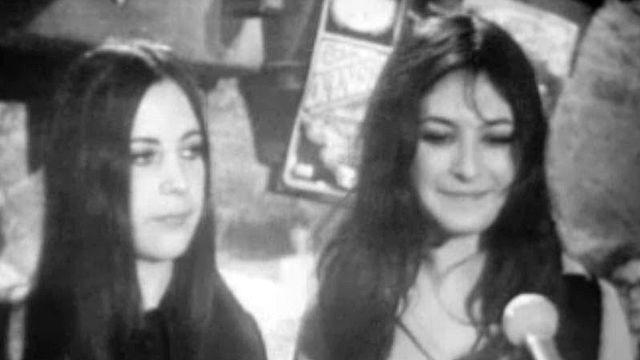 France Pommier et sa soeur Luce Feral, les deux filles de ce groupe de 5.