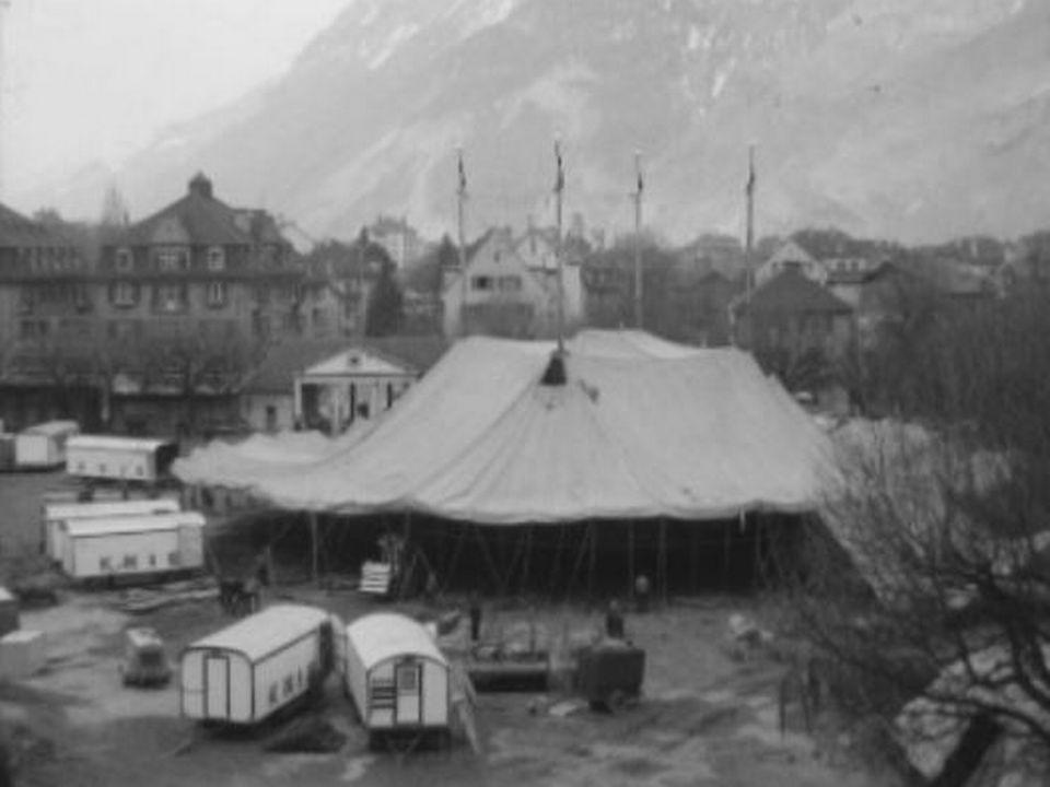 Chapiteau du cirque Knie, 1962. [RTS]