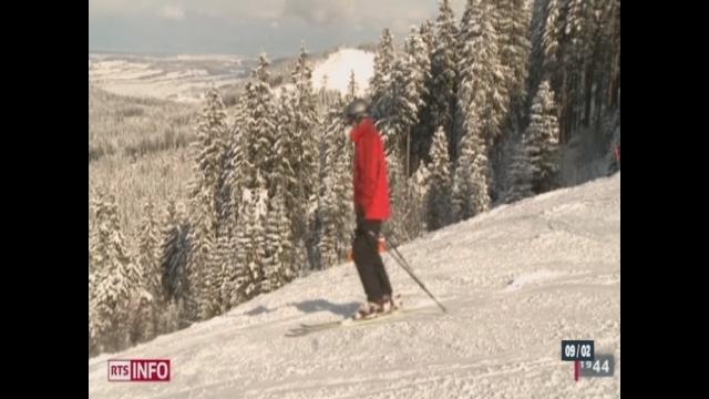 FR: au Moléson la neige et le froid ont de quoi réjouir les amateurs de glisse [RTS]