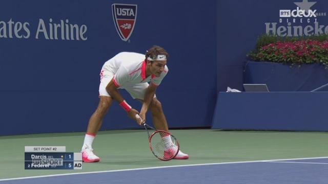 2e tour: Steve Darcis (BEL) - Roger Federer (SUI-2) (1-6). La 1re manche se conclut 26 minutes de jeu avec la 2e balle de set [RTS]