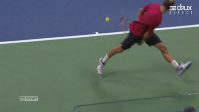 2e tour: Steve Darcis (BEL) - Roger Federer (SUI-2) (1-6 1-4). Un point spectaculaire [RTS]