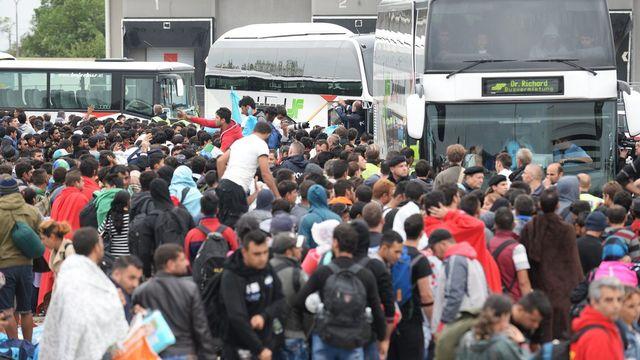Plus de 6500 migrants ont traversé la frontière entre la Hongrie et l'Autriche depuis ce samedi matin. [Roland Schlager - EPA - Keystone]